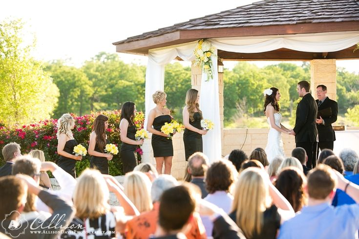 Beautiful Outdoor Wedding Venue On Lake Grapevine In Dallas Texas Called Paradise Cove