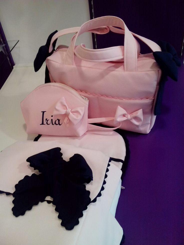 Coche I'coo pii con una combinación que nos encanta rosa pastel con marino intenso.Se hizo saco de capazo con colcha cubre capazo en piqué n...