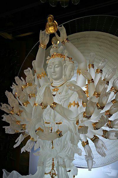 Thousand-armed Thousand-eyed Avalokitesvara Bodhisattva │ 千手千眼觀世音菩薩