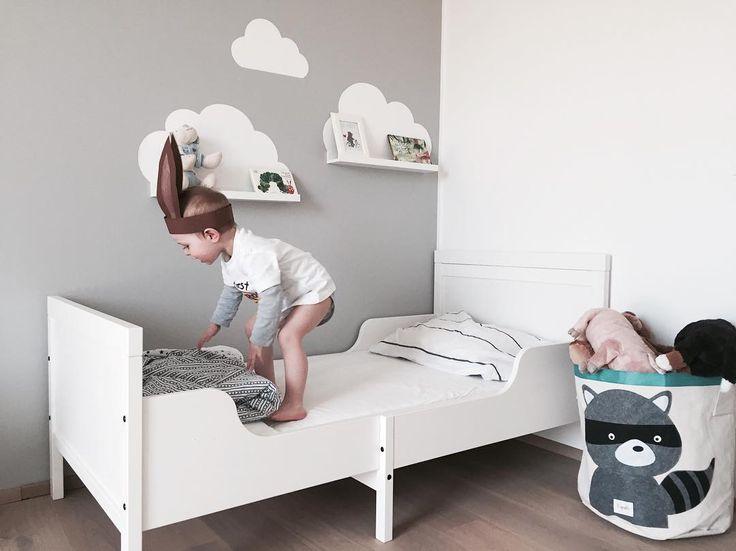 Der Osterhase hüpft sich schonmal ein...heute kriegt das große Bett eine zweite Chance  Drückt uns die Daumen,dass es klappt!! #gitterbett #adios  #xandihood #kinderzimmer #kidsroom #kidsinterior #lifewithkids #toddlerlife #jumping #baby #sophielgutes #mamablog #momlife  Wolkensticker @limmaland  Aufbewahrungstasche 3sprouts @kinderkram  Bett @ikeaaustria
