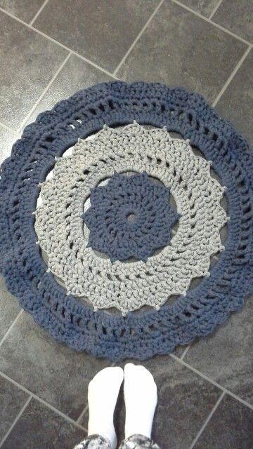 Crochet doily rug | tshirt yarn