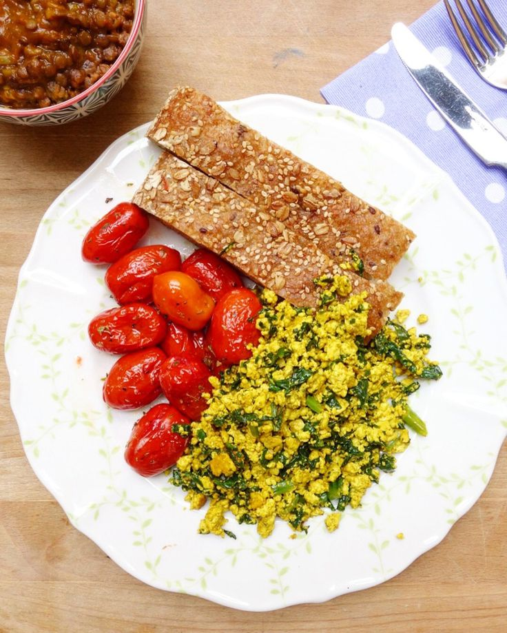 Vegan brunch; tofu strapazzato
