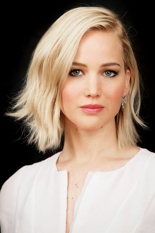 Jennifer Lawrence – The Hunger Games: Mockingjay Part 2 Photocall in Paris