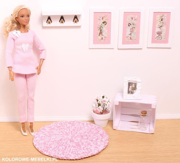 Zestaw dodatków do domku lalki Barbie.