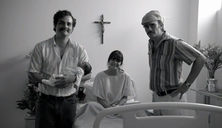 Pablo Escobar (Wagner Maura) with his wife and son and cousin Alberto Gustavo from Narcos