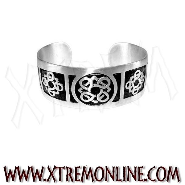 Pulsera con grabados celtas. Fabricado en estaño libre de níquel. Echa un vistazo a nuestra colección de joyería gótica y alternativa. Colgantes vikingos, celtas, góticos, biker.