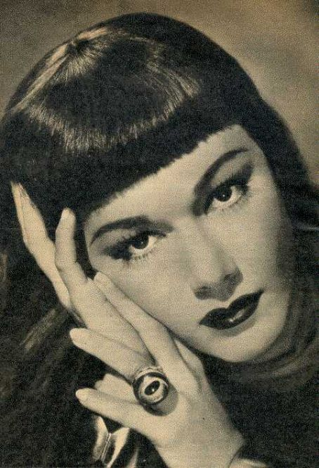 Maria Montez and a killer-ring.