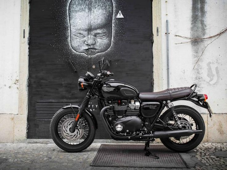 2016 Triumph Bonneville T120 BLACK edition.