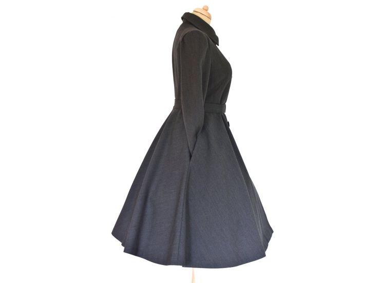 Na zakázku šitý retro kabát. střih podtrhující postavu vypasovaný v pase 3/4 kolová sukně dvouřadé zapínání přídavný kožešinový límec
