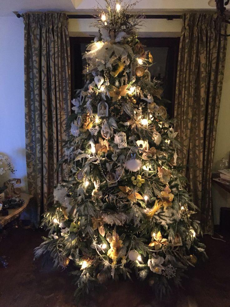 White and yellow Christmas tree 2015