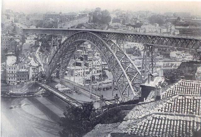 Pontes Pênsil e D. Luís I lado a lado na cidade do Porto entre 1886 e 1887