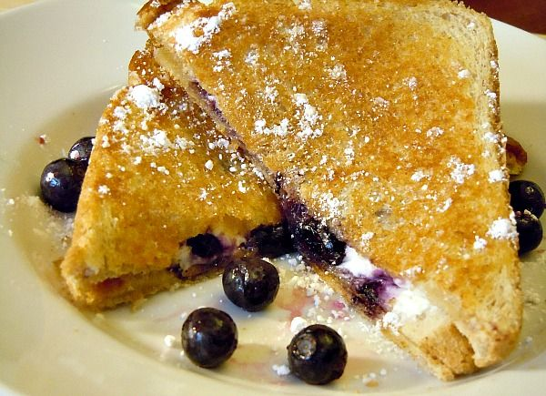 Blueberry Breakfast Grilled Cheese - breakfast #freezermeals #freezercooking