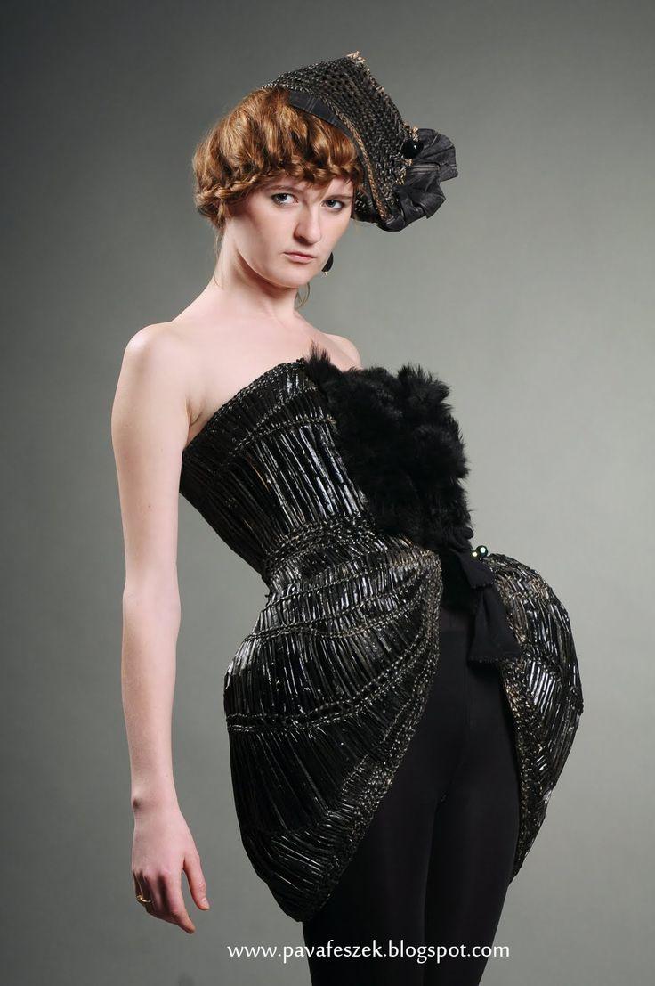 Flow (Reeds & fur & onyx) http://pavafeszek.blogspot.ro/2009/10/aramlat-flow.html  #flow #fashion #hungarian #reeds #szegeditorella #gyekeny #divat #fashiondesign #bulrush #basketry