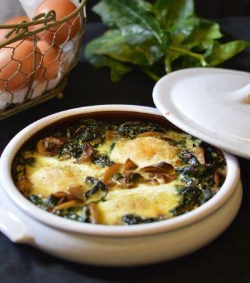 Αβγά με σπανάκι και μανιτάρια στο φούρνο. Baked eggs with spinach and mushrooms