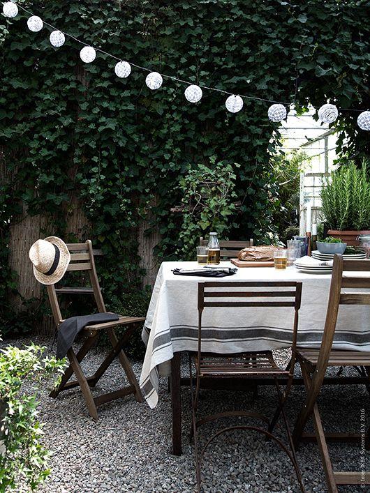 Leinentischtuch und Lichterkette möchte ich für meine Gartenparty