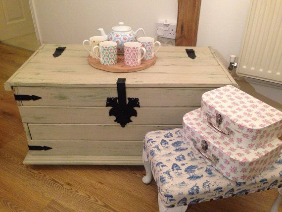 Blanket Box. Wooden Trunk. Shabby Chic Chest. Handpainted Cream.  Distressed. Upcycled