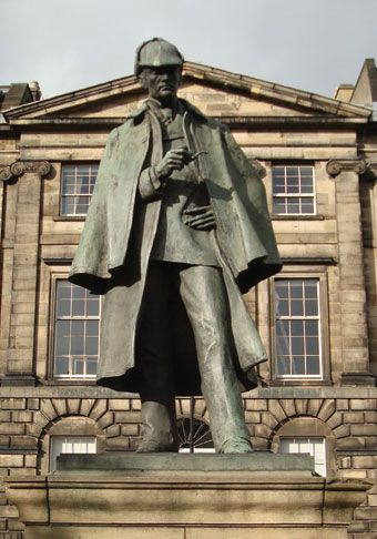 While the food in The Conan Doyle is above-average pub grub, the main reason to come here is because of its namesake. Sir Arthur Conan Doyle was born adjacent at Picardy Place on 22nd May 1859. The site is marked by a magnificent statue of his most famous creation, Sherlock Holmes.