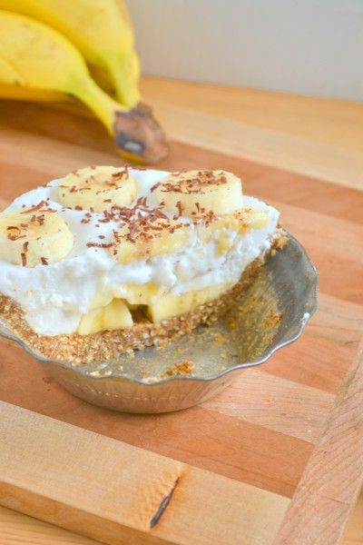 Dessert Recipe: Raw Vegan Banana Coconut Mini Cream Pies #vegan #plantbased #healthy #recipe #whatveganseat #glutenfree #rawfood #dessert