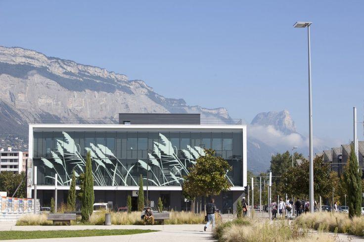 """""""Zac Neyrpic"""", un bâtiment tertiaire urbain, de verre sérigraphié, à Saint-Martin-d'Hères (38)"""