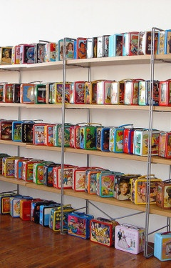 bookshelf fro vintage lunch boxes. pretty cool