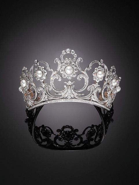 Musy tiara - Italian royal family - in its pearl rosette form