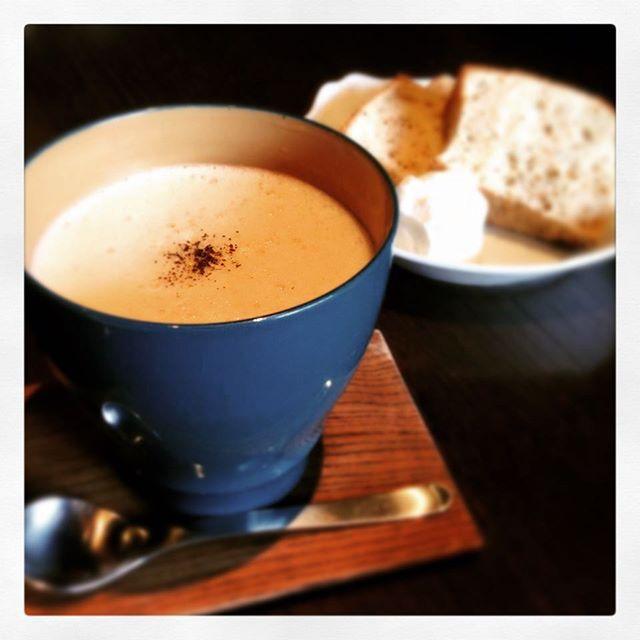 漆のいつもかっぷでカフェラテ Cafe latte with Itsumocup blue colour. Fudanシリーズ_いつもかっぷ青色   http://j-cocomo.jp