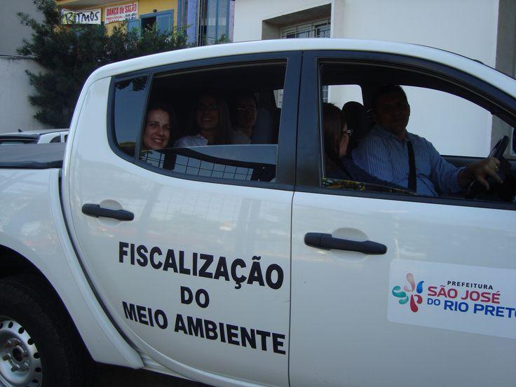 Edson e Adriana Armani saindo para a 1ª vistoria de Adriana, Fabiane e Simone