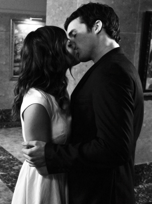 pretty little liars ezra and aria relationship