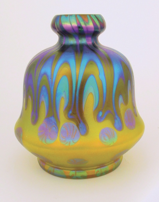 This metallic yellow Phanomen Genre 2/314 Vase sports a gourd shape first produced for   the 1900 Exposition Universelle in Paris