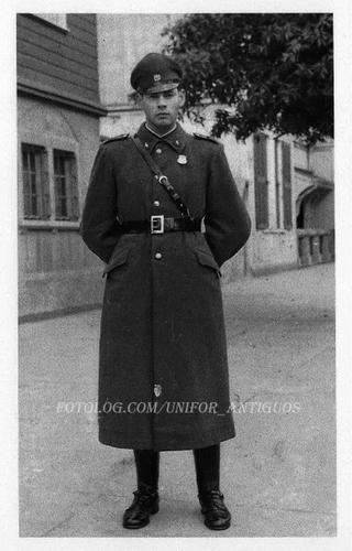 Uniforme de invierno de Carabineros de Chile (década de 1940) / 1940s Chilean Police winter uniform.