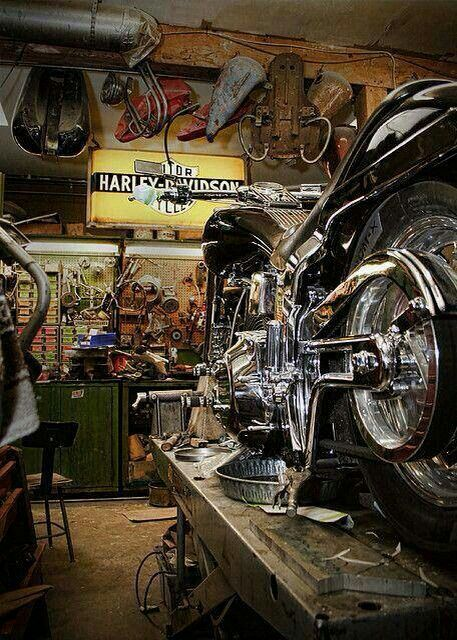 1000 Ideas About Motorcycle Garage On Pinterest