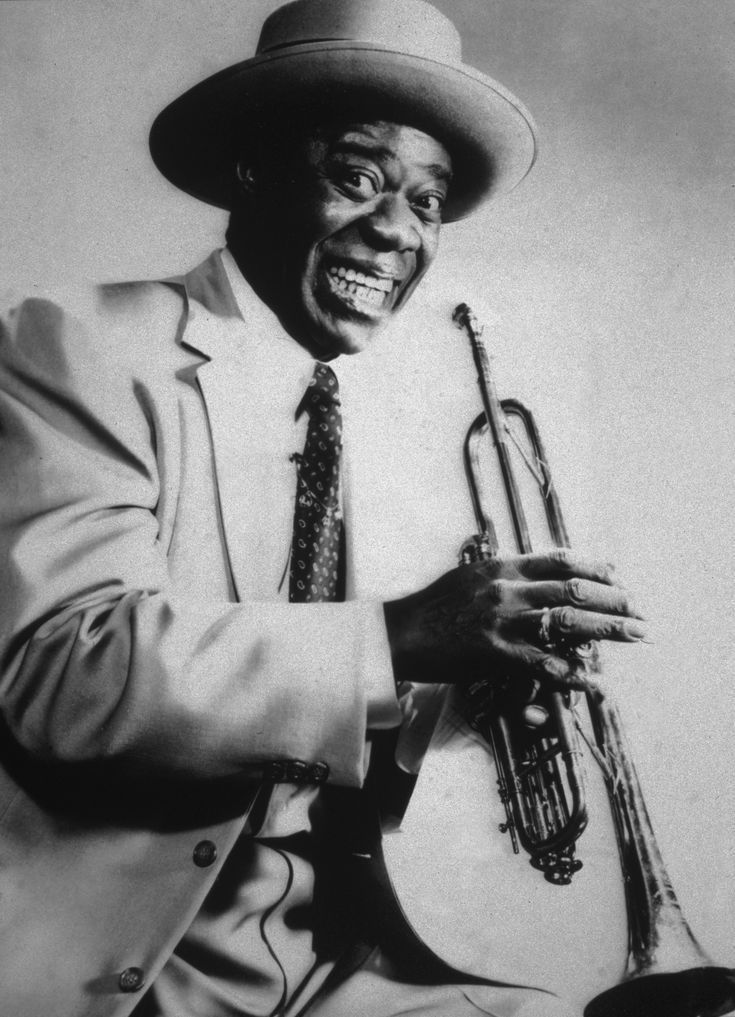 Louis Armstrong was one of the century's most popular entertainers, raising out of poverty to become a master trumpeter and a key influence in jazz. Jazz Artists, Jazz Musicians, Music Artists, Music X, Music Is Life, Music Notes, Louis Armstrong, Charlie Chaplin, Trumpet
