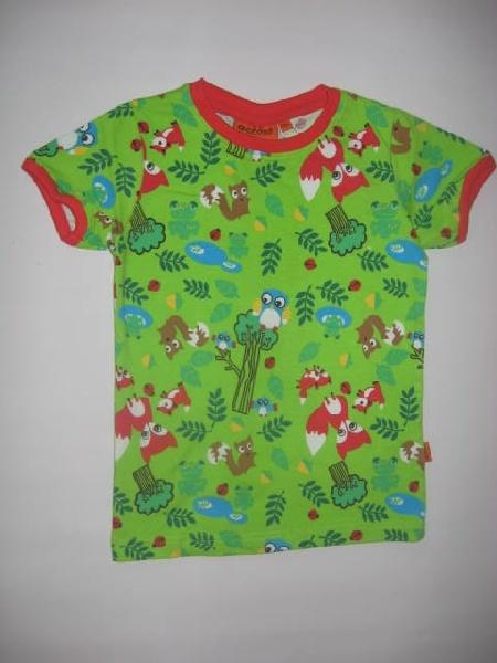 Tämän tyylisistä kankaista tehdyt paidat (lyhyt- ja pitkähihaiset). Koot 104 ja 122 cm.
