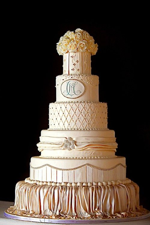 Mario Lopez & Courtney Mazza's wedding cake by Carlo's Bakery of Cake Boss / Kevin Weinstein Photography