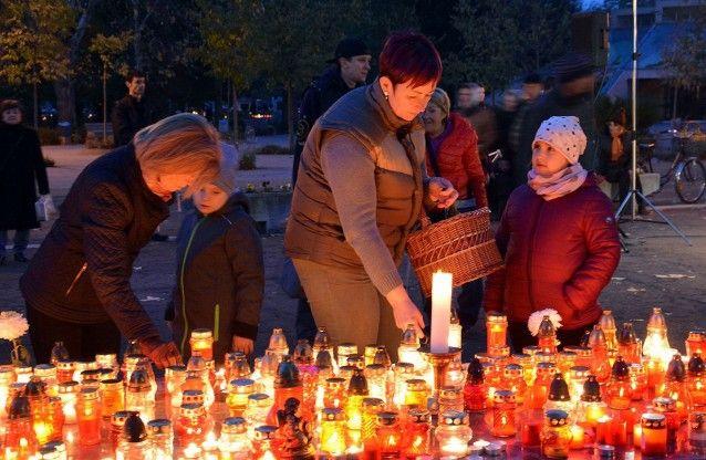 Halottainkért gyúltak a mécsesek a temetőkben
