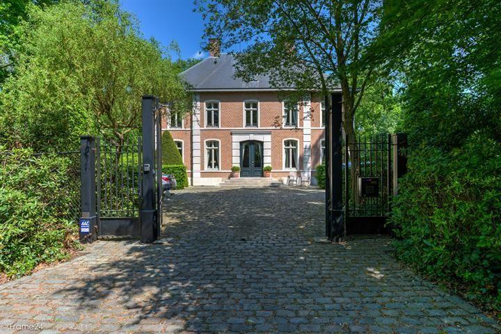 Villa de 4 façades  à vendre à Schilde 's Gravenwezel au prix de 995.000 € - (6402490)