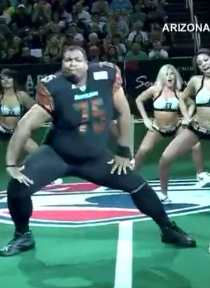 "A ""Football Player"" Slayed The Hell Out Of A Cheerleading Dance Break"