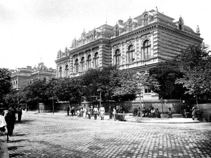 Spitalul Brâncovenesc, începutul secolului al XX-lea.    Spitalul Brâncovenesc a fost ridicat în București între 28 august 1835 - 14 octombrie 1838 și a funcționat din veniturile de la moșiile donate de ctitoră. Spitalul a fost gândit pentru oamenii săraci, dar în același timp s-a constituit și ca școală medicală. Spitalul Brâncovenesc se afla la intersecția între bulevardul Mircea Vodă cu Calea Călărașilor, în dreptul pieței Mântuleasa.