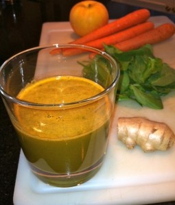 Super delicious and nutritious green juice recipe...Spinach Carrot Apple Ginger Juice!