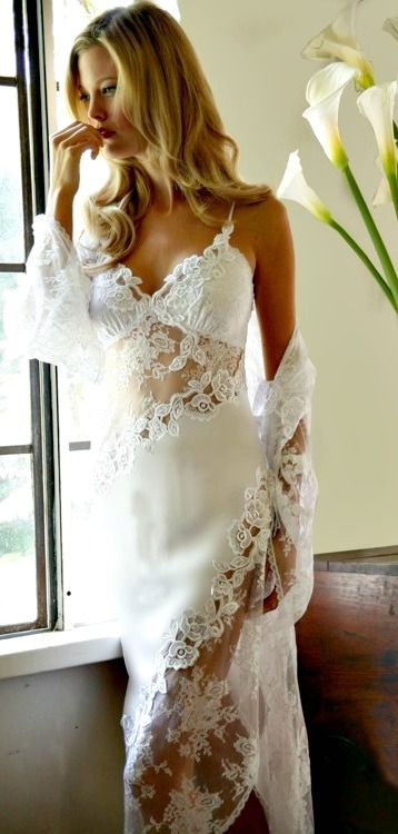 Wow! Lovely! Any man would love this for the honeymoon night! ;) (HotWomensClothes.com)