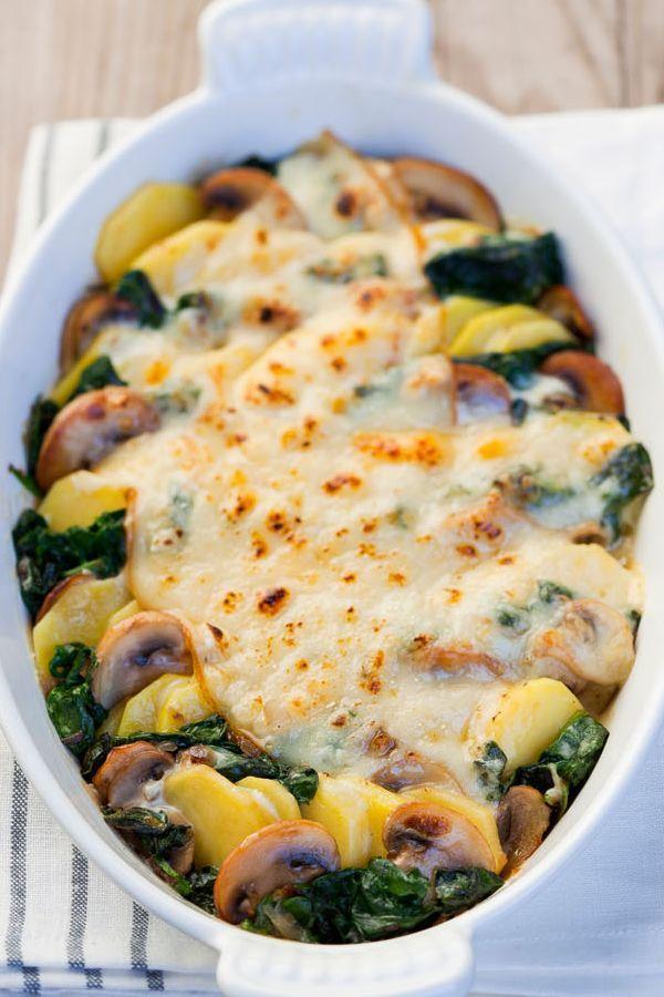 Kartoffel-Spinat-Pilz-Gratin in Sahnesoße mit Geramont Caractere-Käse überbacken - ganz einfach - https://ich-liebe-kaese.de/rezepte/r/kartoffel-spinat-gratin.html?rbt=thema