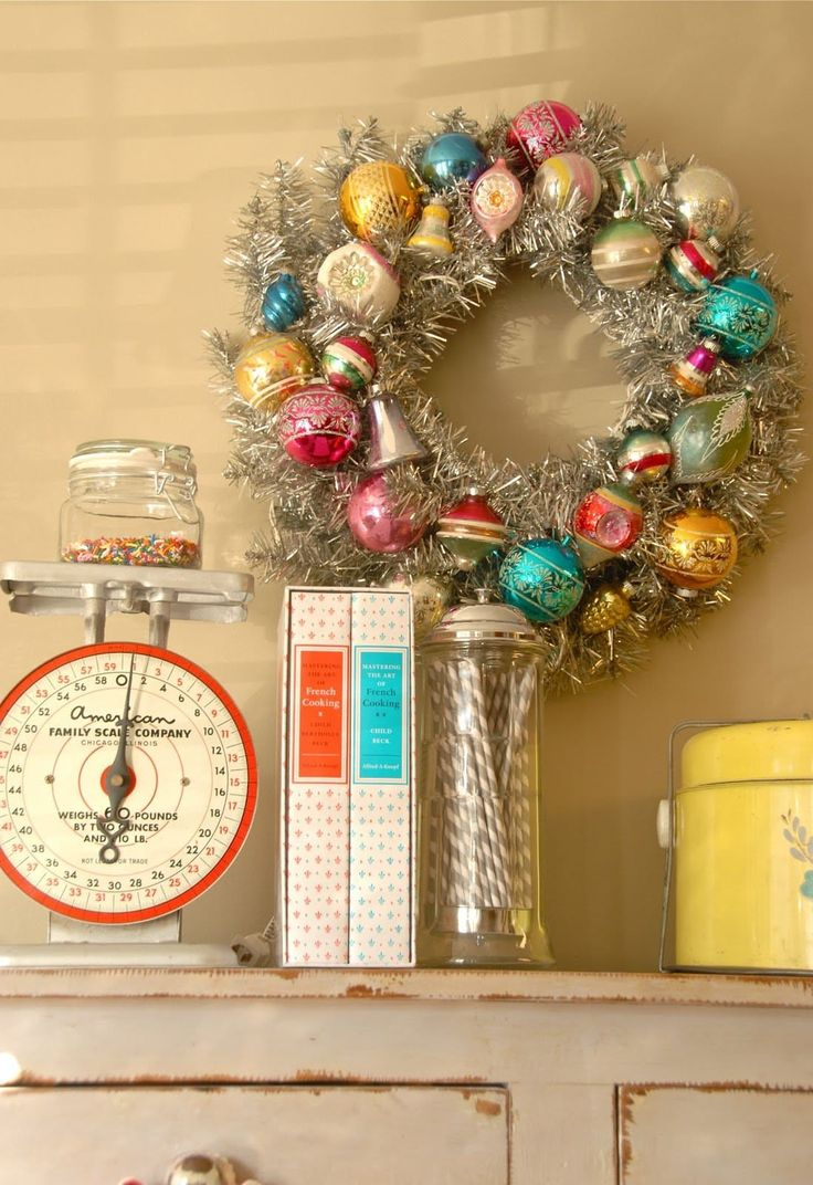 Diy retro christmas decorations - 10 Awesome Ways To Decorate With Leftover Christmas Ornaments