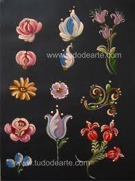 Veja o que você pode fazer treinando bastante ornatos e volutas.Observe que os movimentos vão desenhando florais, folhagens, enriquecendo seus trabalhos em qualquer suporte!
