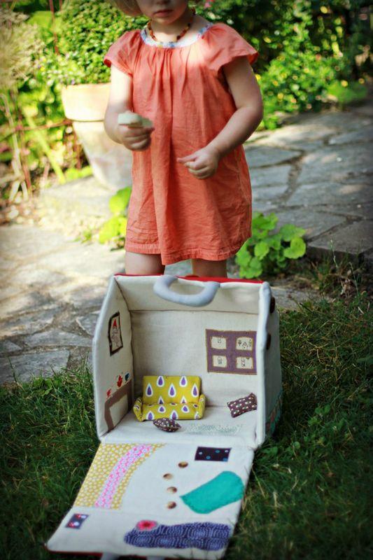 Maison de poupée en tissu (pour une mini waldorf !)