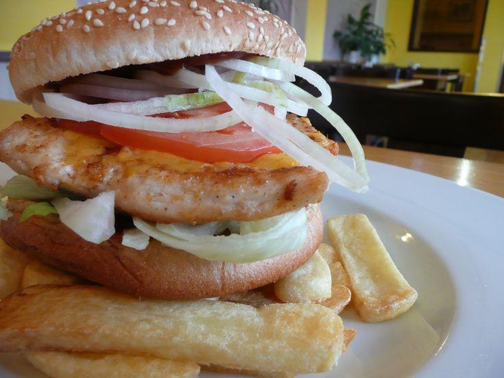 CHICKEN STEAK burger.  #ukastanubranik http://www.ukastanu.cz/branik