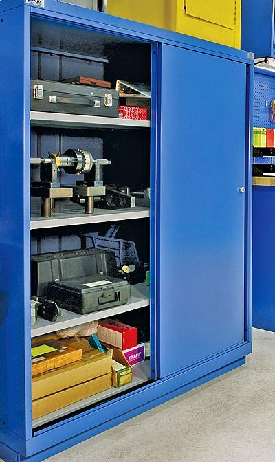 Gabinete con puertas deslizables y repisas ajustables