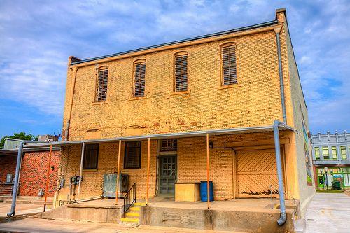 back of Isham Hardware since 1870 Coffeyville Kansas