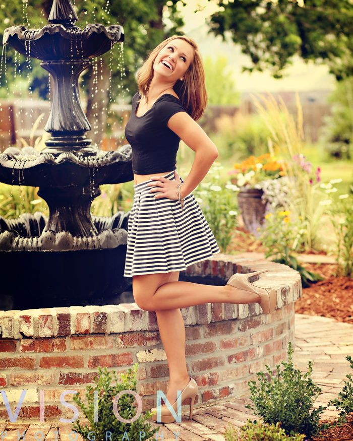 Love this outfit idea for senior pictures!!!   For more photos and pose ideas visit: visionlookbook.com