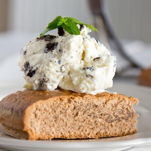 Vanilla ice cream with Oreo cookies