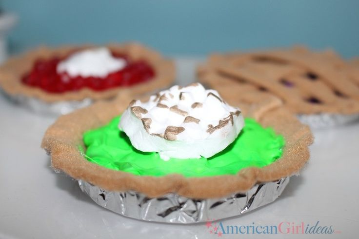 Learn how to make American Girl Pies in this Video. This doll food turned out perfect! Grace Thomas loves the pies!